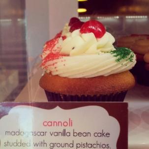 ConfeXion - Cannoli Cupcake