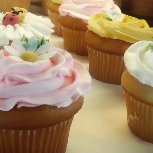 Riverside Cookie Shoppe - White Cupcakes